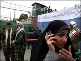 عکس آرشیوی از تظاهرات دولتی سال های قبل در 13 آبان مقابل سفارت سابق آمریکا