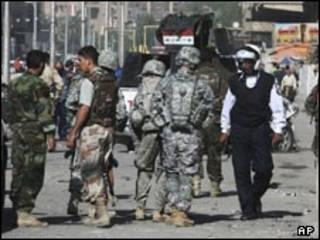 ماموران نظامی و پلیس در بغداد - عکس آرشیوی از صحنه حمله در بغداد