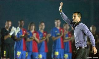 پپ گواردیولا در میان بازیکنان بارسلونا