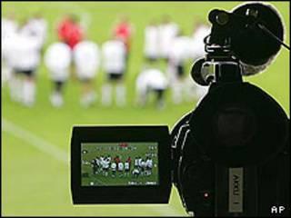 پخش تلویزیونی فوتبال