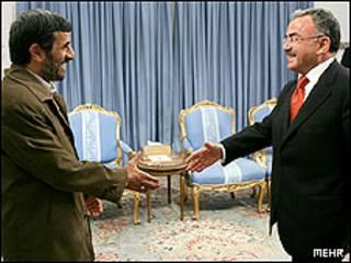 احمدی نژاد و گولر