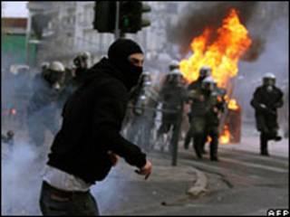 آتش زدن مغازه ها در آتن