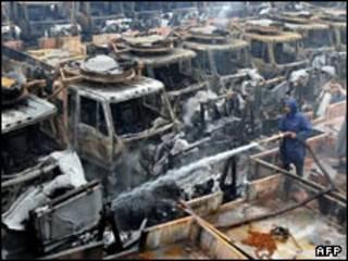 انبار تدارکاتی ناتو در پیشاور پس از حمله