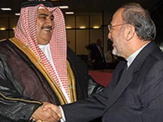منوچهر متکی و شیخ خالد بن احمد بن محمد آل خلیفه- عکس از خبرگزاری فارس