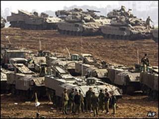 تانک های اسرائیلی در مرز غزه