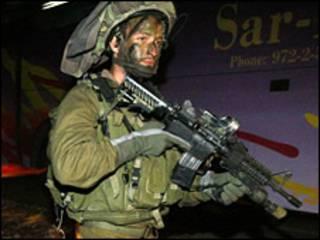 سرباز اسرائیل در نزدیکی مرز با نوار غزه