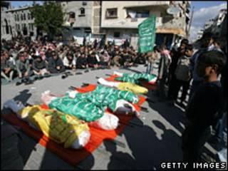 تشییع جنازه 7 عضو یک خانواده فلسطینی در غزه، 9 ژانویه
