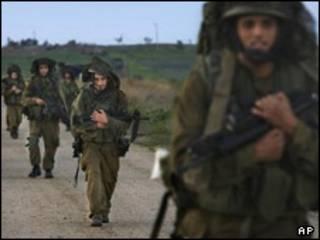 نیروهای اسرائیلی هنگام خروج از غزه