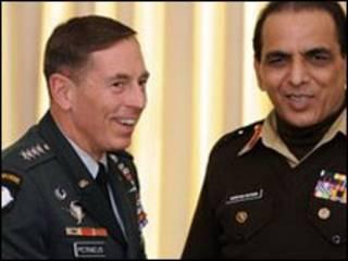 ژنرال کیانی و ژنرال پترئوس(چپ)