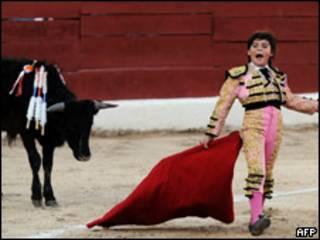 O toureiro Michelito, de 11 anos, durante tourada no dia 24 de janeiro, no México