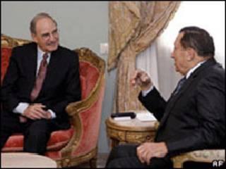 George Mitchell e Hosni Mubarak no Cairo