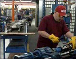 Operário em fábrica nos EUA