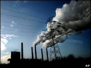 Usina de energia em Patnow, na Polônia