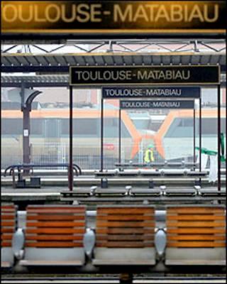 Estação de trens vazia na França