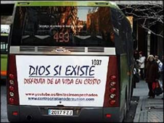 Ônibus de Madri com campanha religiosa (Foto: Anelise Infante)