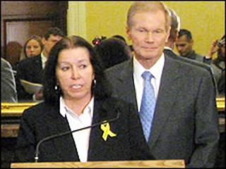 کریستین لوینسون در حضور سناتور نلسون سخن میگوید - عکس از وبسایت سناتور بیل نلسون