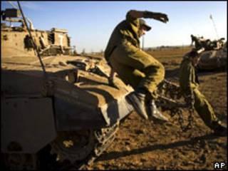 Soldados israelenses próximos à Faixa de Gaza