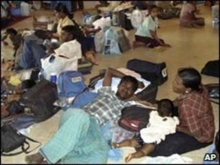 Civis que fugiram de reduto dos Tigres Tâmeis, no Sri Lanka