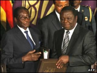 چانگیرای (راست) و موگابه