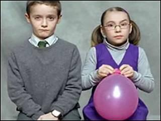 Cena do comercial 'Eyebrows' (Foto: Cadbury/'Eyebrows')