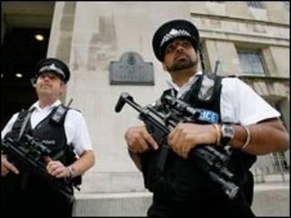 پلیس مسلح در لندن
