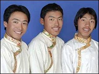Os irmãos Pemba Dorje Sherpa (esq.), Nima Gyalzen e Phurba Tenzing