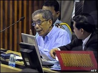 Kaing Guek Eav, ou Duch, durante o julgamento