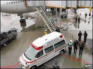 Ambulância no aeroporto de Narita
