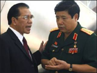 Bộ trưởng Quốc phòng Phùng Quang Thanh và ông Nông Đức Mạnh ở Hà Nội hồi tháng 10/2008