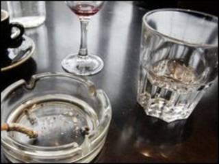 Beber e fumar (arquivo)