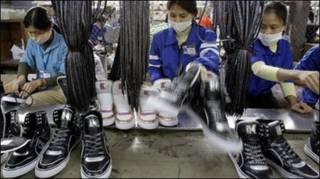 Công nhân ở nhà máy giày Thượng Đình, Hà Nội