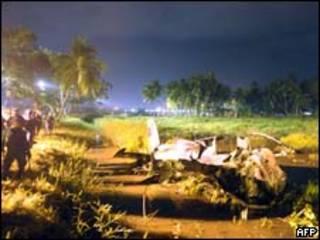 Destroços de avião dos Tigres Tâmeis abatido no Sri Lanka (AFP)