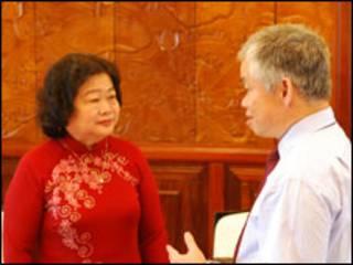 Bà Trương Mỹ Hoa và Xuân Hồng tại Phủ Chủ Tịch nước Việt Nam