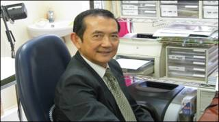 Bác sĩ Liêu Vĩnh Bình tại phòng mạch ở Bankstown
