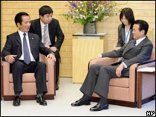 Bộ trưởng Võ Hồng Phúc hội kiến thủ tướng Nhật Taro Aso