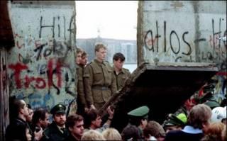 Phá đổ bức tường Berlin