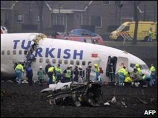Avião se partiu em três na queda