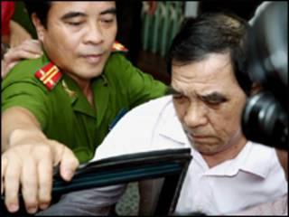 Ông Huỳnh Ngọc Sĩ bị bắt trong vụ PCI