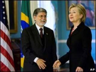 O ministro das Relações Exteriores do Brasil, Celso Amorim, durante encontra com a secretária de Estado americana, Hillary Clinton (AP)