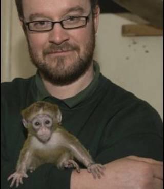 Simon Jeffery com o filhote (foto: Dave Rolfe)