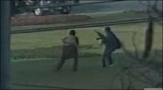 Hình ghi các tay súng tấn công
