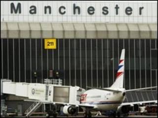 avião no aeroporto de Manchester, na Grã-Bretanha
