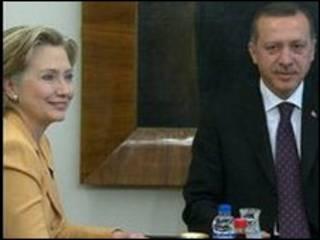 Hillary Clinton e Recep Tayyip Erdogan. Foto: AFP