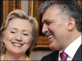 Ngoại trưởng Mỹ Clinton và ngoại trưởng Thổ Nhĩ Kỳ Babacan