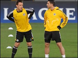 Terry và Lampard trên sân tập hôm 9/3