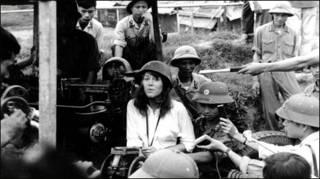 Jane Fonda thăm một đơn vị phòng không Hà Nội tháng 7/1972