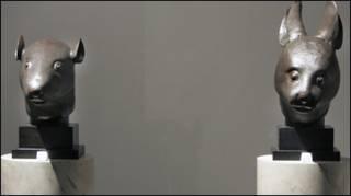 Hai bức tượng đầu thỏ và chuột từ điện Viên Minh