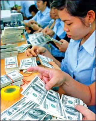Ngân hàng Việt Nam đang kiểm tiền đô la