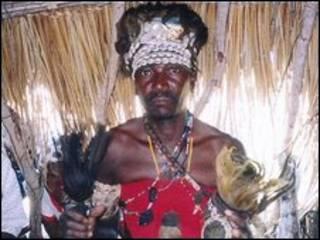 Curandeiro em Moçambique (foto de arquivo)
