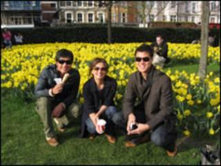 Trịnh Hội và bạn ở Anh